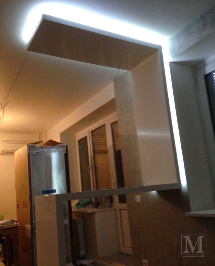 стільниця з підсвіткою на кухні