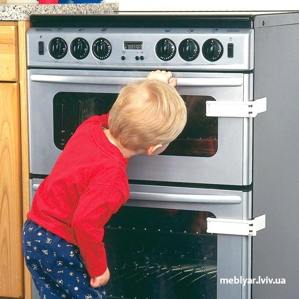 безпека на кухні, коли в дома дитина