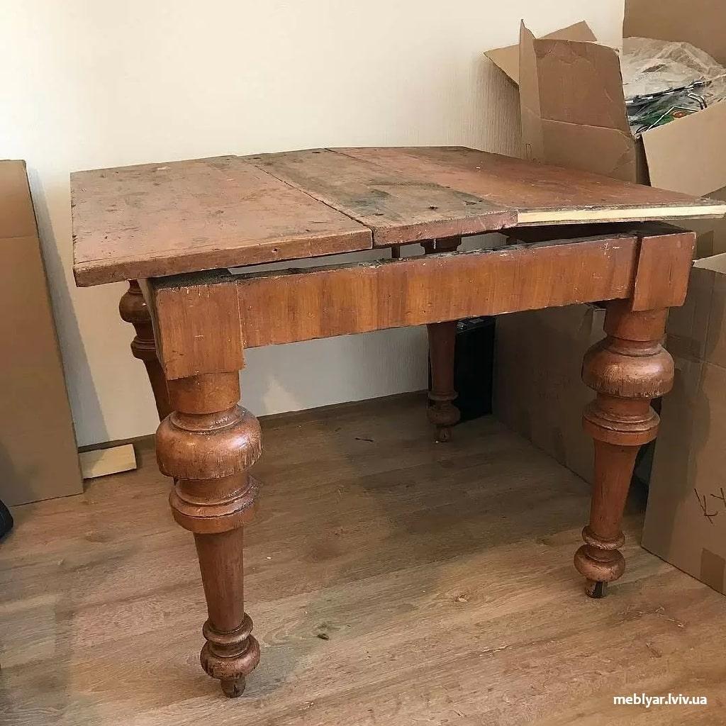 Старі меблі на кухні